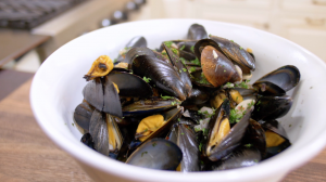 Mussels with Garlic and Ginger Close Up 2