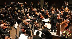 Maestro Lawrence Loh leads Symphoria in concert.