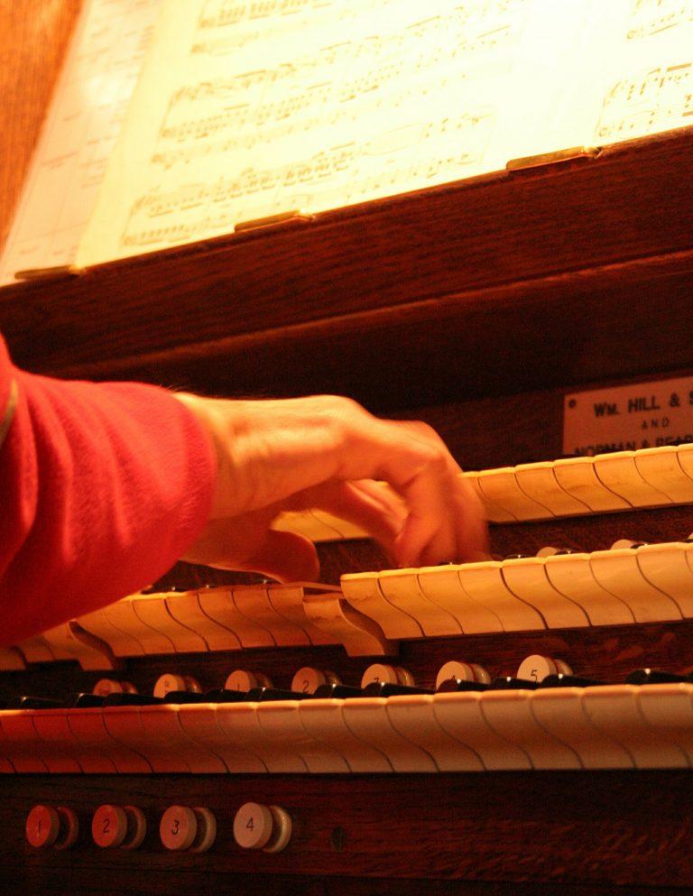 church-organ-393924_1920